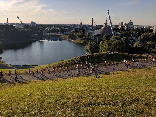 Sommernacht im Park 2019: Panorama mit Läufern